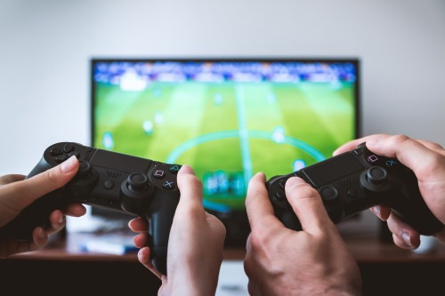 Online Gaming als Next Big Thing im Internet - Controller beim FIFA